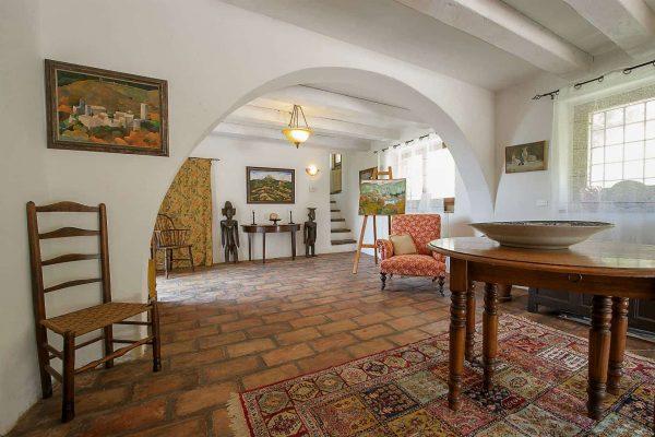 18-s574-living-room