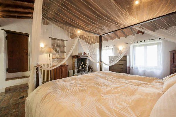 21-s574-bedroom