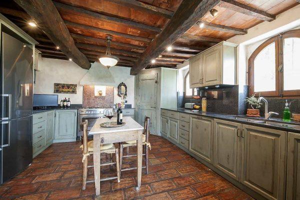 24-s574-kitchen