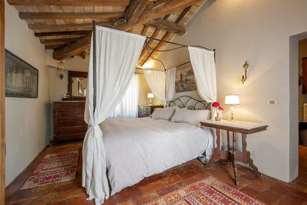 26-s574-bedroom