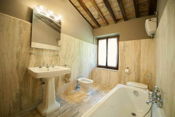 27-s574-bathroom