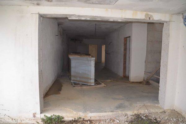 DSC_0557 - Onderste verdieping met 2 receptiemeubelen