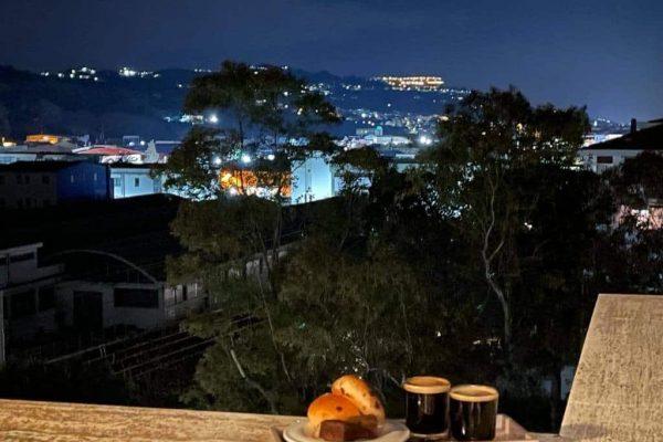 uitzicht van terras savonds lichtjes Silvi Alto